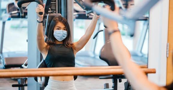 Problemas cardíacos e o uso de máscara em academias.
